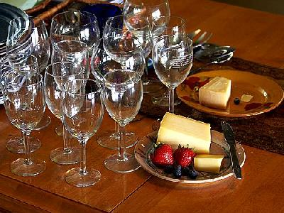 Photo Wine Glasses And Cheese Interior