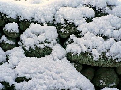 Photo Powder Snow On Stone Wall Landscape