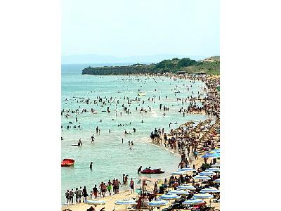 Photo Crowded Beach Ocean