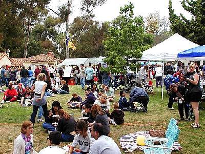 Photo Ethnic Fair 3 People