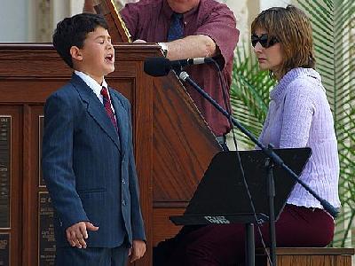 Photo Singing Boy People