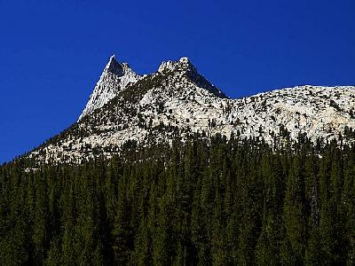 Photo Cathedral Peak Travel