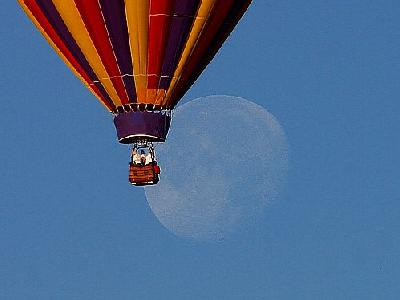 Photo Ballon And Moon Vehicle