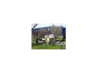 Photo Small Farm Building